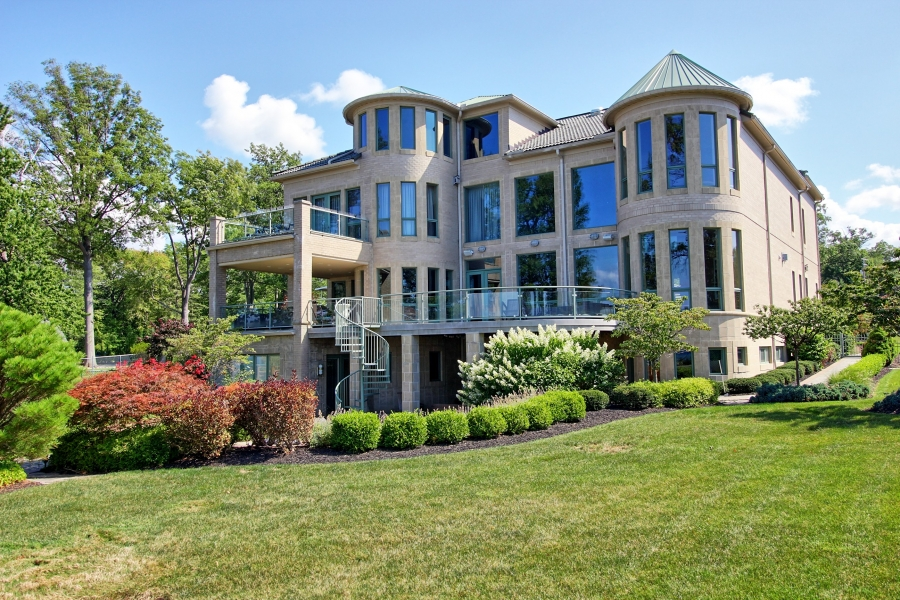 Bay Village Lake Erie House of the Week